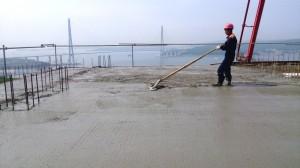 Финальное заглаживание бетонной поврехности